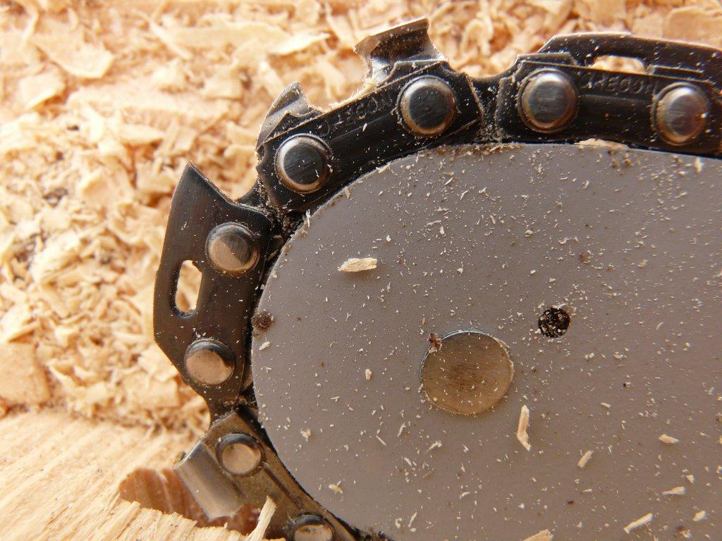 Chainsaw closeup